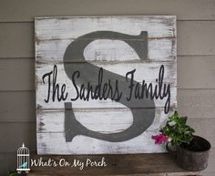 What's On My Porch: Monogram Pallet Family Name Sign Name Pallet Sign, Pallet Signs, Pallet Boards, Pallet Crafts, Diy Pallet Projects, Easy Woodworking Projects, Pallet Art, Pallet Patio, Pallet Wood