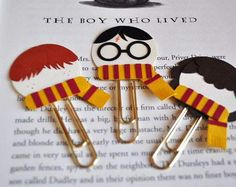 Harry Potter, Ron Weasley, Hermione Granger Punch Art Paperclip Bookmarks from MyPaperMoose on Etsy (Love these) Harry Potter Diy, Bonbon Harry Potter, Peluche Harry Potter, Marque Page Harry Potter, Natal Do Harry Potter, Harry Potter Navidad, Magie Harry Potter, Hery Potter, Harry Potter Bricolage