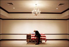 Premio Pulitzer de fotografía de 2006 Otorgado a Todd Heisler del Rocky Mountain News de Denver por sus fotos de los funerales de los marines muertos en Irak | Diálogos de Actualidad