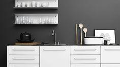 Industrial style kitchen in Copenhagen apartment Kitchen Wall Shelves, Metal Shelves, Shelving, Moduler Kitchen, Kitchen Interior, Kitchen Design, Design Shop, Gray And White Kitchen, Industrial Style Kitchen