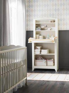 Estantería y cambiador en blanco, de Ikea