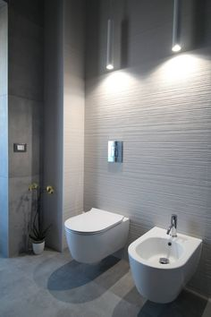 Large bathroom wall tiles effect modern bathroom by giuseppe rappa & angelo m. Large Bathrooms, Rustic Bathrooms, Modern Bathroom, Modern Small Bathroom Design, Beach House Bathroom, Bathroom Wall, Restroom Design, Bathroom Interior Design, Bad Inspiration