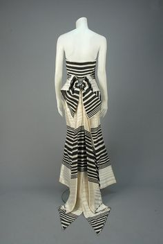 ID 79-70 STRAPLESS STRIPED SILK EVENING DRESS with STREAMERS. - whitakerauction