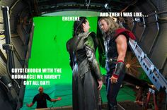 The Avengers Loki (Tom Hiddleston) and Thor (Chris Hemsworth) put their sibling squabbles aside when they yell cut. Hiddleston originally auditioned for the role of Thor in the 2011 solo film, before ultimately being cast as the God of Mischief. Avengers 2012, The Avengers, Avengers Movies, Marvel Movies, Marvel Actors, Chris Hemsworth, Dc Movies, Famous Movies, Thor Y Loki