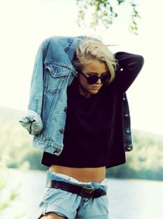 Black and denim and Ill take her body