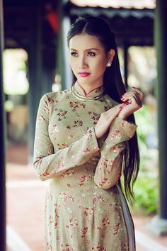 Traditional Vietnamese Dress <3   clean & classy