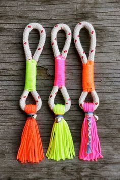 Keychain with Tassels Rope Jewelry, Diy Jewelry, Handmade Jewelry, Jewelry Making, Crafts To Sell, Diy And Crafts, Arts And Crafts, Diy Tassel, Tassels