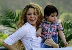 LAS CADERAS TABASCO: Shakira y el pequeño Milan acompañan a Piqué en el...