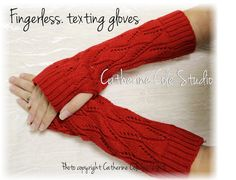 CUDDLE LOVE  fingerless gloves - red