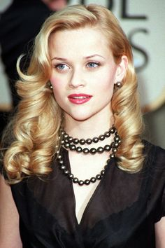 Reese Witherspoon: Hairstyles & Beauty Looks (Glamour.com UK)