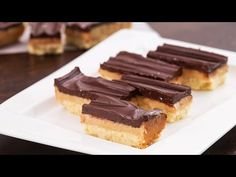 You can hardly beat these Homemade Twix candy bars, they are rich, buttery and chocolaty, a thick buttery crust topped with chewy caramel and a thick chocola. Homemade Twix Recipe, Homemade Twix Bars, Candy Recipes, Sweet Recipes, Dessert Recipes, Dessert Bars, Dessert Ideas, No Bake Desserts, Just Desserts