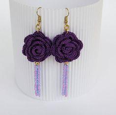 Flower crochet earrings - Crochet jewelry - Violet rose earring - Fashion jewelry - Gift idea -Long earrings - Textile jewelry Pair of crochet Más Bracelet Crochet, Crochet Earrings Pattern, Crochet Patterns, Thread Crochet, Crochet Crafts, Crochet Projects, Beaded Earrings, Earrings Handmade, Beaded Jewelry