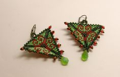 Chandelier Earrings – Aztek style- triangle earrings- green and red – a unique product by DarkEyedJewels on DaWanda Triangle Earrings, Handmade Jewellery, Chandelier Earrings, Etsy Earrings, Cufflinks, Unique, Green, Accessories, Jewelry