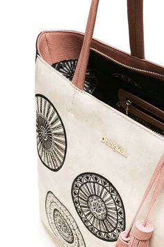 8d0fce41a2 Bag Oporto Alma Desigual. Discover the fall-winter 2017 collection. Free  shipping and
