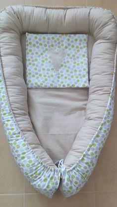 Hniezdo Vám poslúži pre novorodeniatka a ich prvé týždne života. Kľudne sa dá využiť aj do kočíka. Je ušité zo 100% bavlny a je obojstranné. Ku hniezdu je aj vankúšik ozdobený srdiečkom.  Ležiaca plôška je vyplnená mäkkučkým vatelínom, šnúrky sú regulovateľné podľa potreby.  Rozmery ležiacej plôšky: 65 x 39 cm  Rozmery celkom: 85 cm x 55 cm  Rozmery vankúšika: 30 x 26 cm Baby Car Seats, Children, Young Children, Boys, Kids, Child, Kids Part, Kid, Babies
