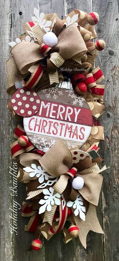 Elegant Rustic Christmas Wreaths Decoration Ideas To Celebrate Your Holiday 32 Merry Christmas, Spode Christmas Tree, Christmas Swags, Christmas Baubles, Holiday Wreaths, Rustic Christmas, Holiday Crafts, Christmas Holidays, Winter Wreaths