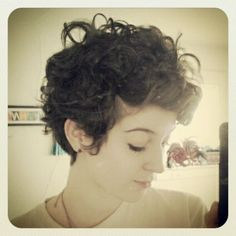 20 Gorgeous Wavy and Curly Pixie Hairstyles: Short Hair Ideas - PoPular Haircuts Bob Haircut Curly, Short Curly Hairstyles For Women, Haircuts For Curly Hair, Hairstyles Haircuts, Bob Haircuts, Curly Bob, Everyday Hairstyles, Curly Undercut, Cut Curly Hair