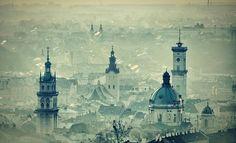 西ウクライナに位置する古都、リヴィウ。19世紀までポーランド、そしてハプスブルク家の領土であったこの街は、東ウクライナに位置する、首都キエフとはまた異なる趣をもっています。1993年、旧市街は「リヴィウ歴史地区」として世界遺産に登録されています。ここでは、ウクライナ人が誇る街、リヴィウをご紹介します。
