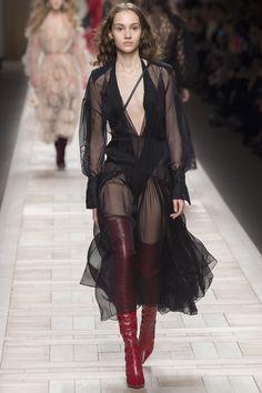 Fendi Fall 2017 Ready-to-Wear Fashion Show - Michelle Gutknecht