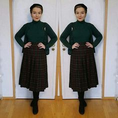 I wore this Christmassy outfit yesterday when I visited my old hometown after a long time🎄 I just can't believe that Christmas Eve is tomorrow! Here in Finland we celebrate Christmas on the so tomorrow is the big day! 40s Hairstyles, Vintage Hairstyles, 40s Fashion, Vintage Fashion, Vintage Instagram, Pin Up Style, Outfit Of The Day, Boy Or Girl, High Neck Dress