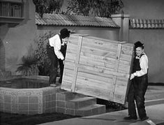 Laurel & Hardy - The Music Box - 1932