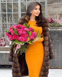 Fashion Tips Skirt .Fashion Tips Skirt Fur Fashion, Paris Fashion, Autumn Fashion, Fashion Dresses, Womens Fashion, Fashion Tips, Skirt Fashion, Belle Silhouette, Brunette Beauty