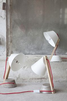 Catherine Lovatt studied ceramics and experimented with porcelain vases before deciding to design lighting pieces. Motivated by...