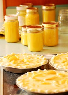 Peach curd - August is National Peach Month! Chutneys, Lemond Curd, Curd Recipe, Dessert Aux Fruits, Jam And Jelly, Sweet Sauce, Just Peachy, Canning Recipes, Sweet Treats