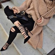Fab Fashion Fix : Cozy knitwear, skinny jeans, Celine bag and high heels for chic winter outfit. Fashion Moda, Womens Fashion, Fashion Trends, Fashion Wear, Fashion Check, Beach Fashion, Fashion Edgy, Casual Chique, Outfit Look