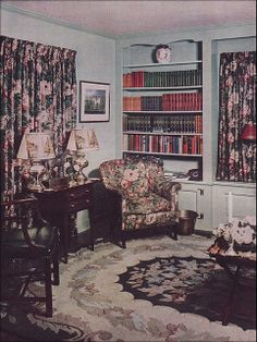 Standard Grandma living room with the dark furniture, floral carpet, and competing draperies. Source: Better Homes & Gardens From the Antique Home & Style collection. 1940s Living Room, Retro Living Rooms, Living Room Designs, Sala Vintage, Vintage Room, 1940s Home Decor, Vintage Home Decor, Vintage Homes, Vintage Interiors