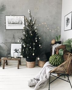 ☆ BIG stick STAR, leaning against the wall ☆ ☆ ☆ X-mas - Deko Idee . - ☆ BIG stick STAR, leaning against the wall ☆ ☆ ☆ X-mas – Deko Ideen – - Rustic Christmas, Simple Christmas, Christmas Home, White Christmas, Modern Christmas, Christmas Trees, Natural Christmas, Christmas Aesthetic, Christmas Design