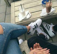 Fotos que tú y tu novio deben tomarse si tienen zapatos iguales