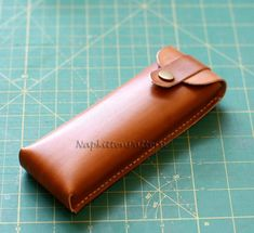 Leather IPad case pattern, Leather bag tutorial, leather pouch pattern - PDF file Email delivery - Make it Yourself Bag Sewing Pattern, Pencil Case Pattern, Wallet Pattern, Bag Patterns To Sew, Leather Bag Tutorial, Leather Bag Pattern, Leather Pencil Case, Leather Pouch, Leather Notebook