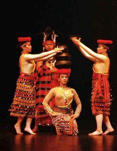 Banga Dance - Philippines folk dance from Luzon Folk Dance, Dance Art, Manila, Baile Jazz, Filipino Fashion, Vietnam, Filipino Culture, Culture Clothing, Philippines Culture