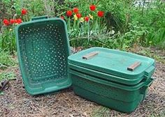 Worm bin made of plastic containers for vermicomposting. Worm Composting, Urban Composting, Worm Farm, Rainwater Harvesting, Aquaponics System, Garden Pests, Weekend Projects, Backyard Landscaping, Backyard Farming
