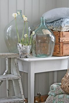 Lovely soft colors and details in your interiors. Latest Home Interior Trends. The Best of shabby chic in - Home Decoration - Interior Design Ideas Cozy Cottage, Cottage Living, Home Living, Cottage Style, Farmhouse Style, Farmhouse Decor, Country Style, Deco Boheme Chic, Vibeke Design
