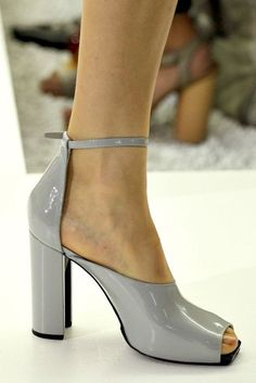 Best Women's Shoes From Casual To Designer Collections Shoes Collection – Casual Fashion Trends Collection. The Best of heels in Fab Shoes, Pretty Shoes, Beautiful Shoes, Cute Shoes, Me Too Shoes, Shoe Boots, Shoes Sandals, Casual Fashion Trends, Jil Sander