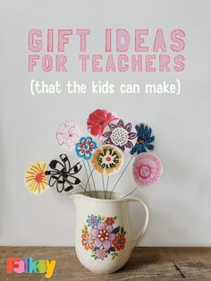 DIY paper flowers, DIY gift ideas for teachers, end of year gifts, gifts for teachers, teacher appreciation gifts Paper Flowers Diy, Diy Paper, Paper Crafts, Teacher Appreciation Gifts, Teacher Gifts, Diy Gifts To Sell, Fun Gifts, Cheap Christmas Ornaments, Back To School Gifts For Teachers