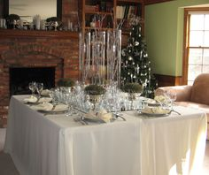 It's the holiday season! Already!!! And now it's time to get serious about planning a variety of tablescapes for parties you will host throughout the season. Let's kick it off wit…
