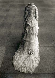 Can you imagine how long it took to make this 1870s dress?  It's Gawgeous with a capital G!