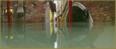 Acqua Alta, rio et pont dei Ferali, dans le Sestier de Saint-Marc à Venise.