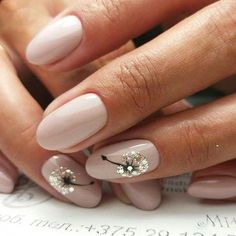 Try some of these designs and give your nails a quick makeover, gallery of unique nail art designs for any season. The best images and creative ideas for your nails. Classy Nails, Stylish Nails, Cute Nails, Pretty Nails, My Nails, Cute Nail Art, Bride Nails, Wedding Nails, Solid Color Nails