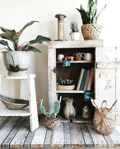 Rearranging things today, trying to get ready for our Open Studio on August 20th. Lots of work to do in here first 🌿 . . . #experimentalvintage #vintage #shelfie #interiordesign #design #interiores #interior #rustic #home #decor #jungalowstyle #urbanjunglebloggers #housebeautiful #anthropologie #plant #plants #succulent #design #studio #work #pottery #esty #vintagestyle #portland #pdx #pnw #style #interiors #apartmenttherapy #dslooking