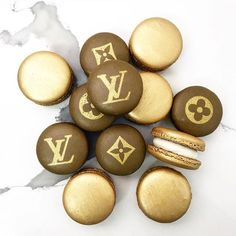 Louis Vuitton inspired macarons by Macarons, Louis Vuitton Cake, Luxury Food, Food Goals, Aesthetic Food, Love Food, Ideias Fashion, Diy Fashion, Cravings