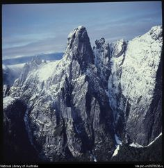 Dombrovskis, Peter, 1945-1996. Federation Peak from the air, southwest Tasmania, 1980 [transparency]