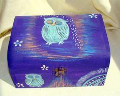 "Cutie pictata ""Burfnita gri"" (55 LEI la lycurycy18.breslo.ro) Painted Shoes, Lei, Handmade, Hand Made, Handarbeit"