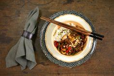 Picadinho oriental com arroz moti | #ReceitaPanelinha: Esse prato é superversátil: delicioso, cheio de estilo e resolve rapidinho o jantar com o que tem na geladeira.