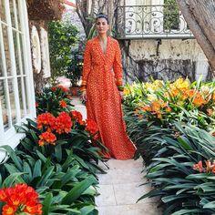 """ I must have flowers always and always "" Claude Monet  #orangeisstillthenewblack @jonathancohenstudio.  when your dress match @emmagrede…"