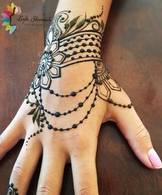 Bildergebnis für henna tattoo hand - Tattoo-Künstler - Tattoo Designs for Women Henna Tattoo Hand, Henna Tattoo Designs, Henna Tattoos, Wrist Henna, Tattoo Design For Hand, Cuff Tattoo, Fake Tattoo, Tattoo Trend, Henna Body Art
