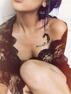 Sexiest Collar Bone Tattoos For Women Clavicle Tattoo, Piercing Tattoo, Piercings, Wrist Tattoo, Bone Tattoos, Girl Tattoos, Tattoos For Women, Tatoos, Sleeve Tattoos